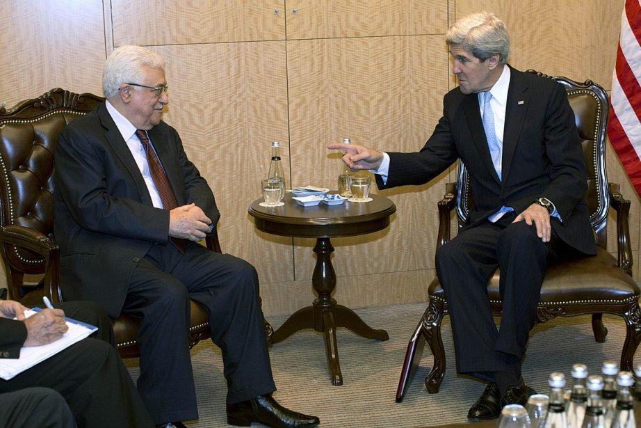 Le président palestinien Mahmoud Abbas et le secrétaire... (Photo: AFP)