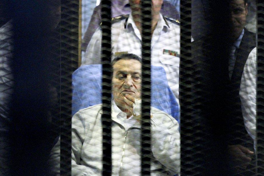 Hosni Moubarak, âgé de 85 ans, est jugé... (PHOTO AHMED GOMAA, ARCHIVES AP)