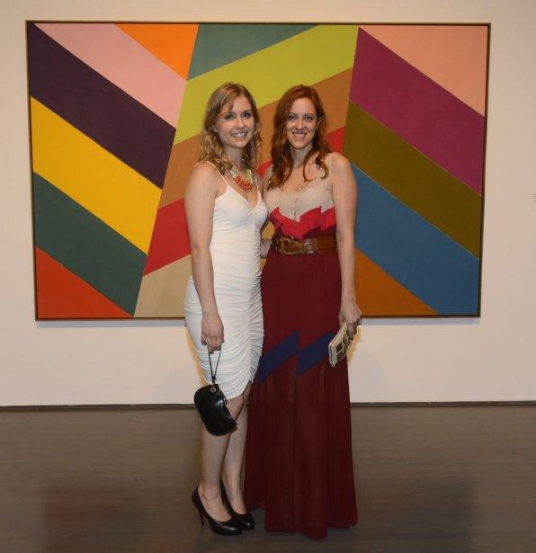 Dorota Kadlubowska et Sophie Boulanger ont pris le temps de regarder l'exposition La Question de l'abstraction : «Visiter un musée la nuit donne une perspective différente. J'aime beaucoup le concept», a mentionné Dorota. | 22 avril 2013