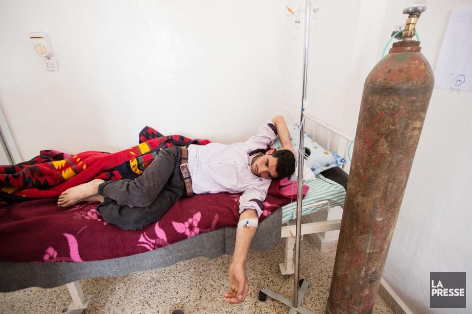 Cet homme alité à l'Hôpital d'Afrin, dans la... (PHOTO ÉDOUARD PLANTE-FRÉCHETTE, LA PRESSE)