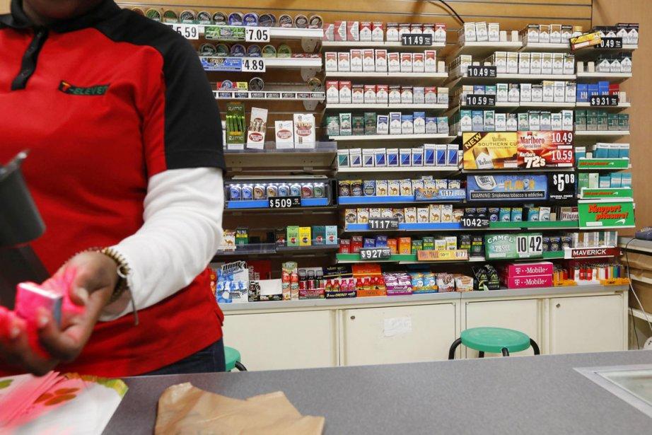 Si l'âge légal pour fumer est relevé à... (PHOTO BRENDAN MCDERMID, REUTERS)
