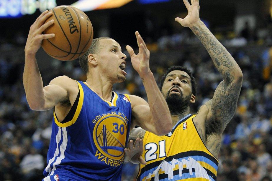 Stephen Curry (à gauche) a inscrit 30 points... (Photo Chris Schneider, AP)