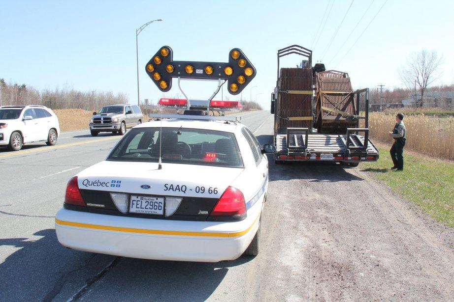 Opération menée par les policiers de Granby pour... (photo Janick Marois, archives La Voix de l'Est)