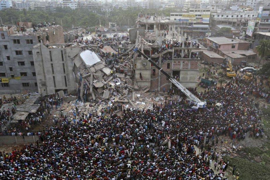 61 survivants ont été secourus depuis jeudi après-midi.... (Kevin Frayer)