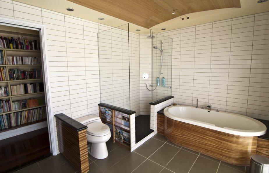 Le cadieux la maison longue dans une le for Salle bain ceramique