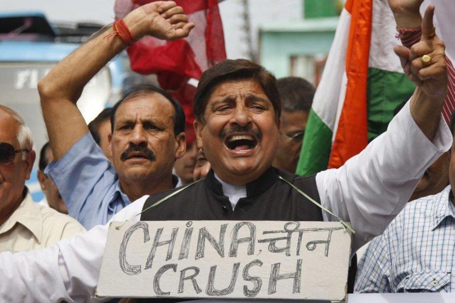 Des activistes indiens manifestent contre une incursion présumée... (PHOTO CHANNI ANAND, AP)