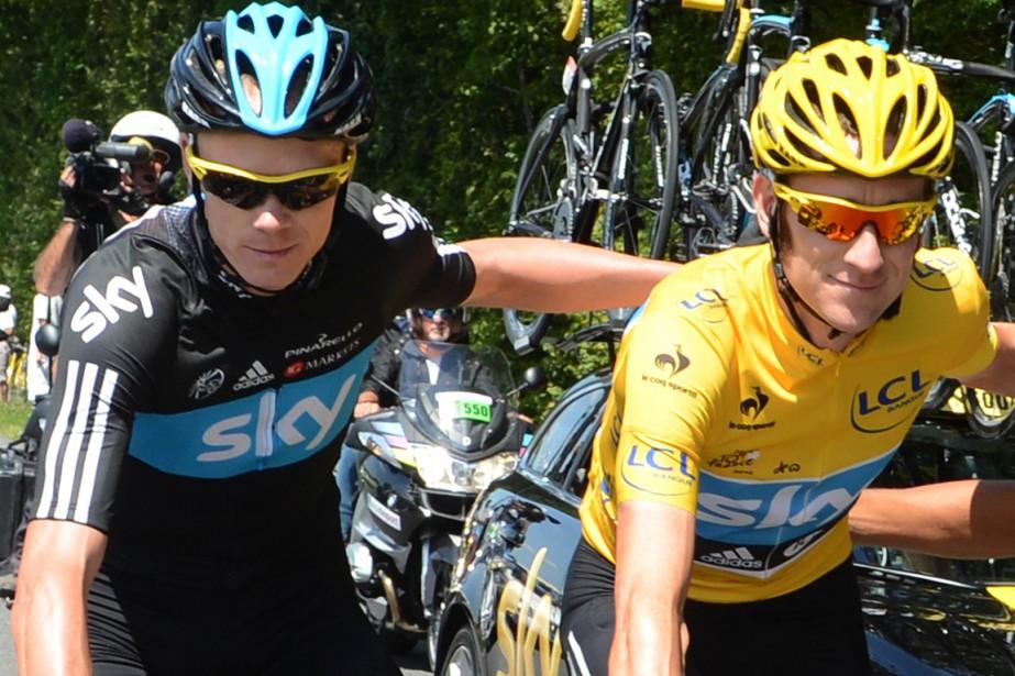 Chris Froome et son coéquipier de l'équipe Sky... (Photo Graham Watson, AFP)