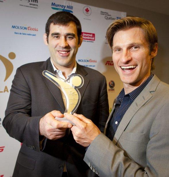 L'ex-judoka Nicolas Gill (à gauche) a reçu le Maurice de l'entraîneur de l'année en sport individuel des mains de Dominick Gauthier. | 1 mai 2013