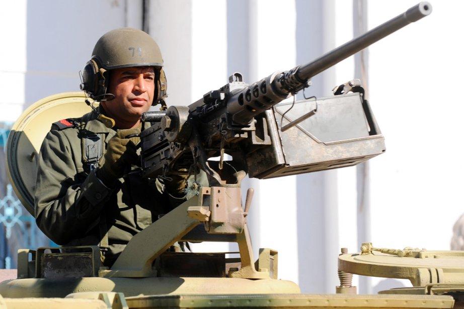 Les forces tunisiennes sont engagées mercredi dans des... (PHOTO FETHI BELAID, ARCHIVES AFP)