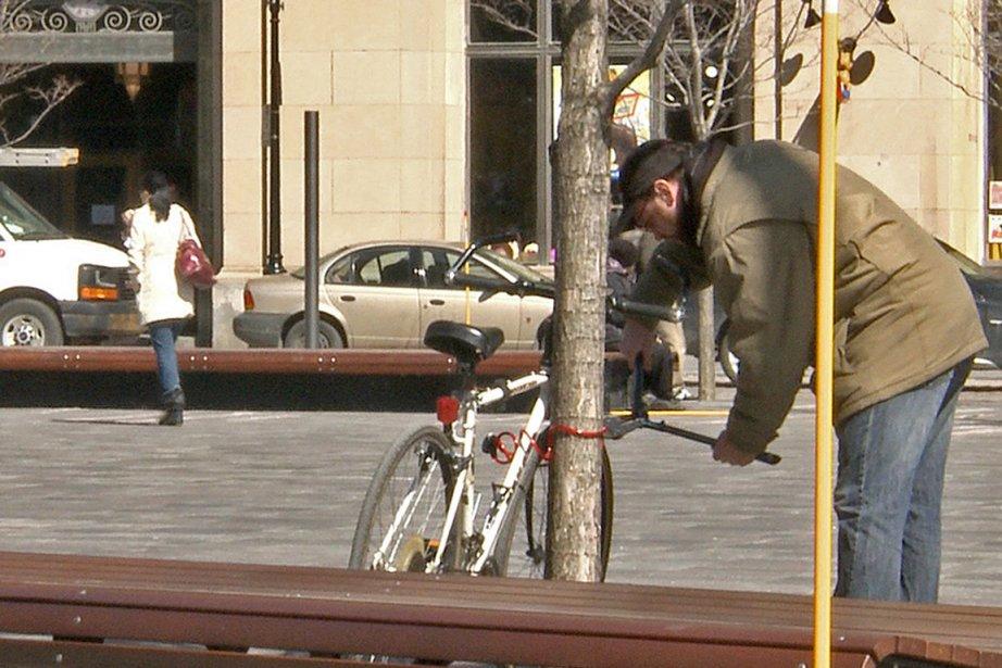 Le vol de vélos continue d'être un fléau: 2000... (Photo archives La Presse)