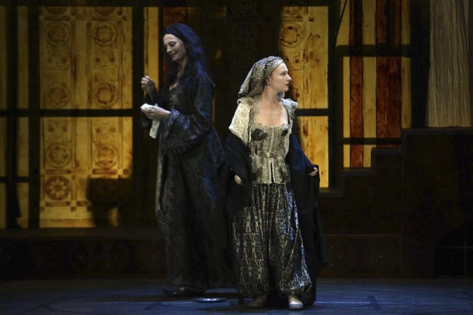 Julie Sicard (à l'avant) et Sylvie Berge dans... (Photo: AFP)