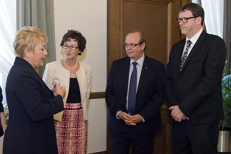 Pauline Marois a accueilli Louise Chabot, présidente de... (Photo: PC)