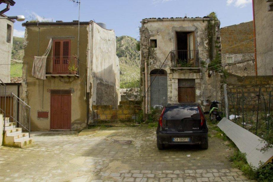 Les petits villages désertés de... (Photo Frédéric Guiro, Archives La Presse)