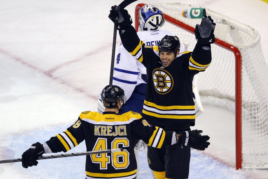 Nathan Horton (à droite) a célébré son but... (Photo Brian Snyder, Reuters)