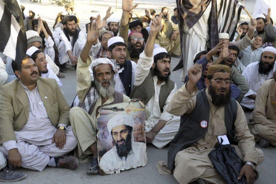 Les quelque 450 manifestants, menés par la faction... (Photo Banaras Khan, Agence France-Presse)