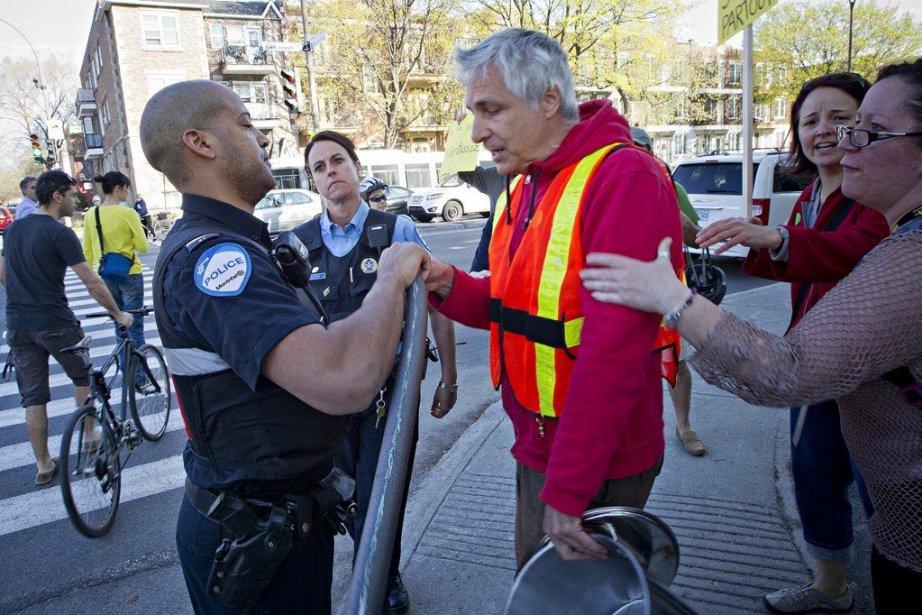 Un policier a indiqué aux manifestants que, en... (Photo Patrick Sanfaçon, La Presse)