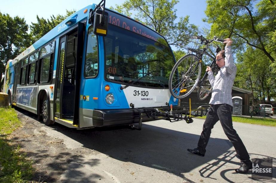 Les bus des lignes 34 (Sainte-Catherine), 94 (D'Iberville),... (Photo: Alain Roberge, La Presse)