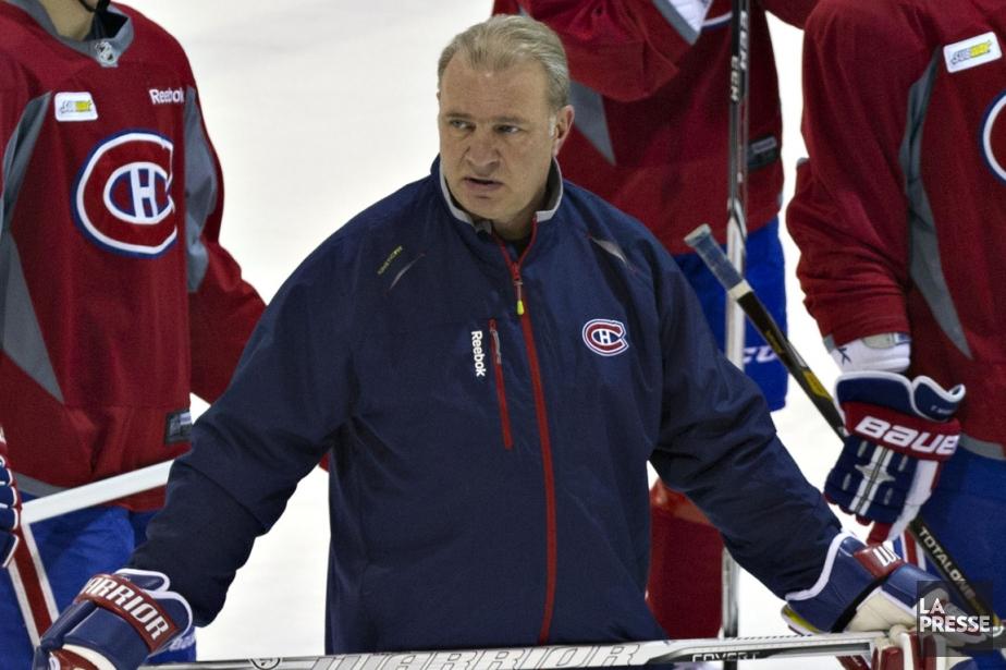 Les commentaires de l'entraîneur-chef des Sénateurs  Paul... (Photo Olivier Jean, La Presse)