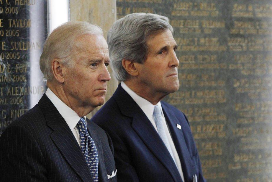 Le vice-président américain Joe Biden (à gauche) et... (PHOTO GARY CAMERON, REUTERS)