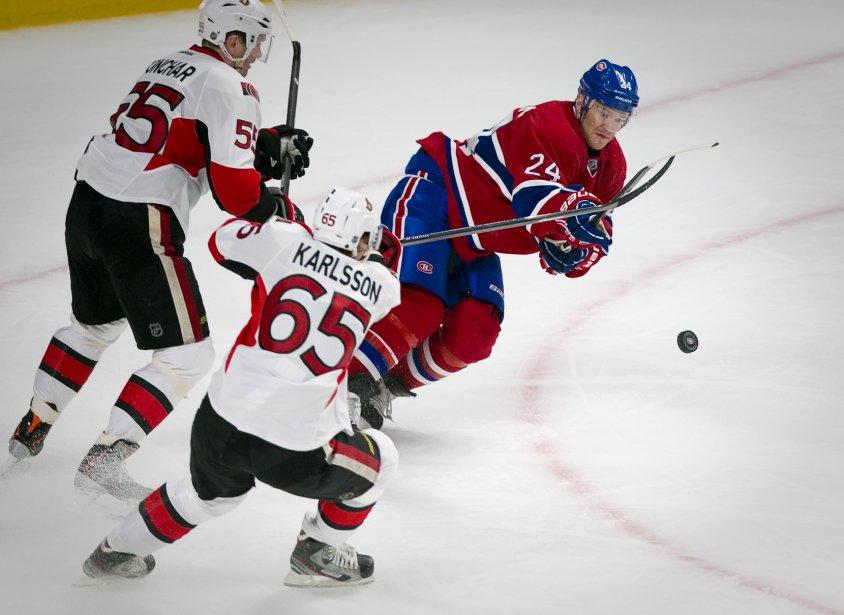 Jeff Kalpern (24) du Canadien de Montréal se bat contre... | 2013-05-03 00:00:00.000