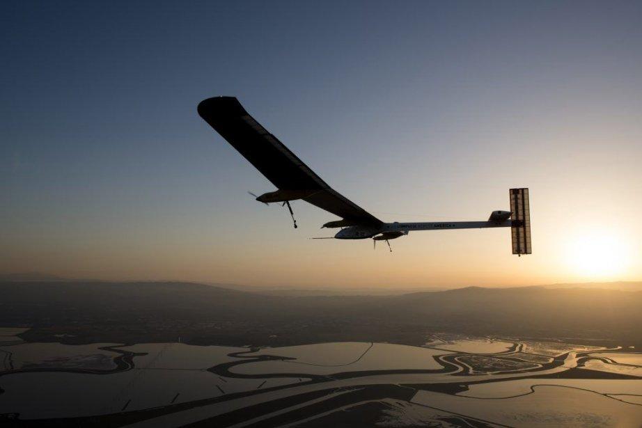 L'appareil de 1600 kg en fibre de carbone... (Photo Reuters)