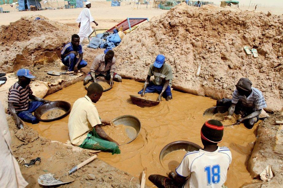 Les mines d'or illégales sont devenues une ressource... (Photo : Ashraf Shazly, archives AFP)