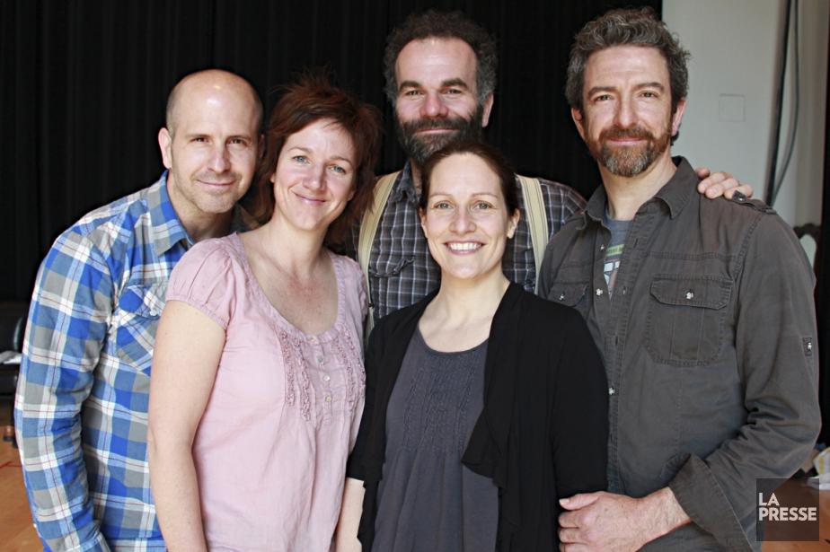 Le metteur en scène Frédéric Blanchette (au centre)... (PHOTO MATHIEU WADDELL, LA PRESSE)