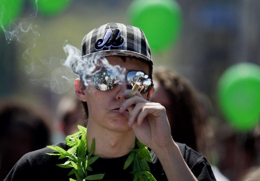 PHOTO MARCO CAMPANOZZI, LA PRESSE---Marche pour la légalisation...