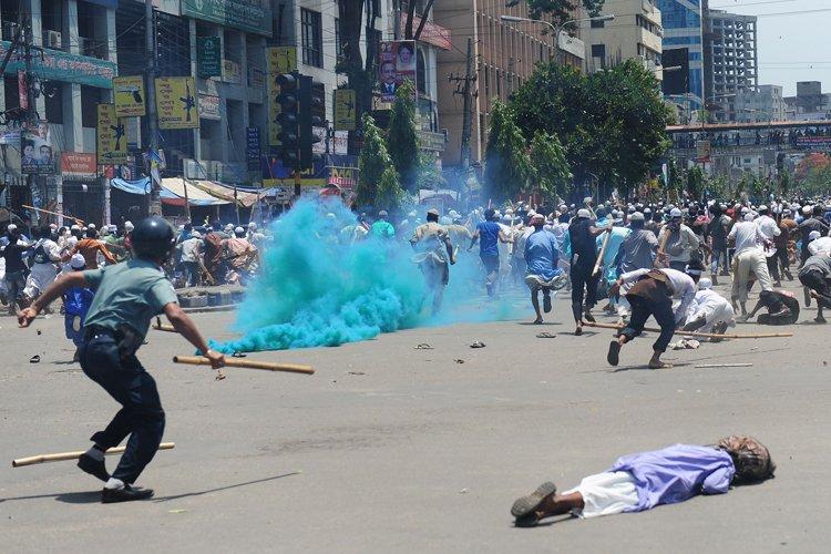 Les heurts ont éclaté lorsque la police a... (Photo: AFP)