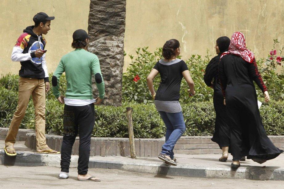 Les Cairoises doivent composer avec le harcèlement au... (PHOTO AMR ABDALLAH DALSH, REUTERS)