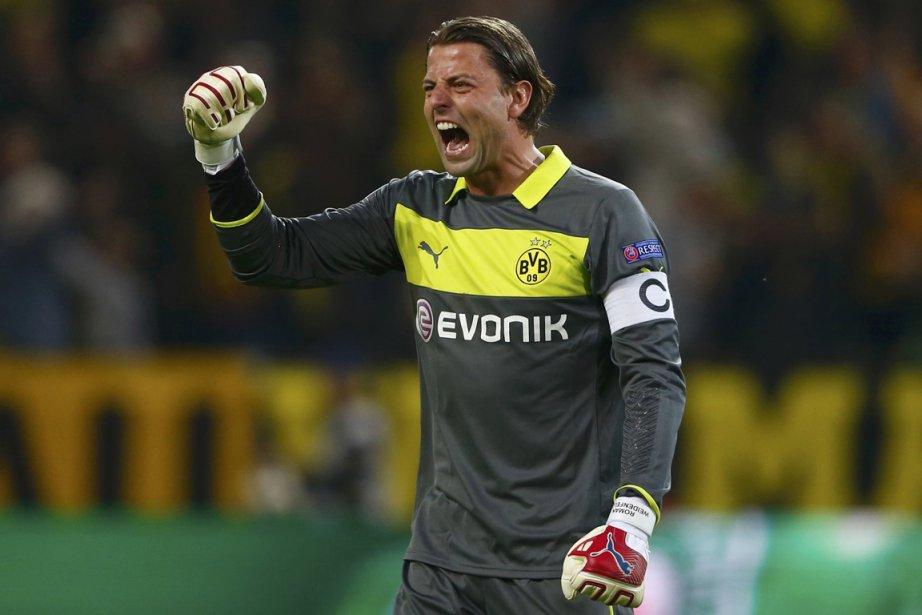 Le gardien de but du Borussia Dortmund, Roman... (Photo Wolfgang Rattay, Reuters)