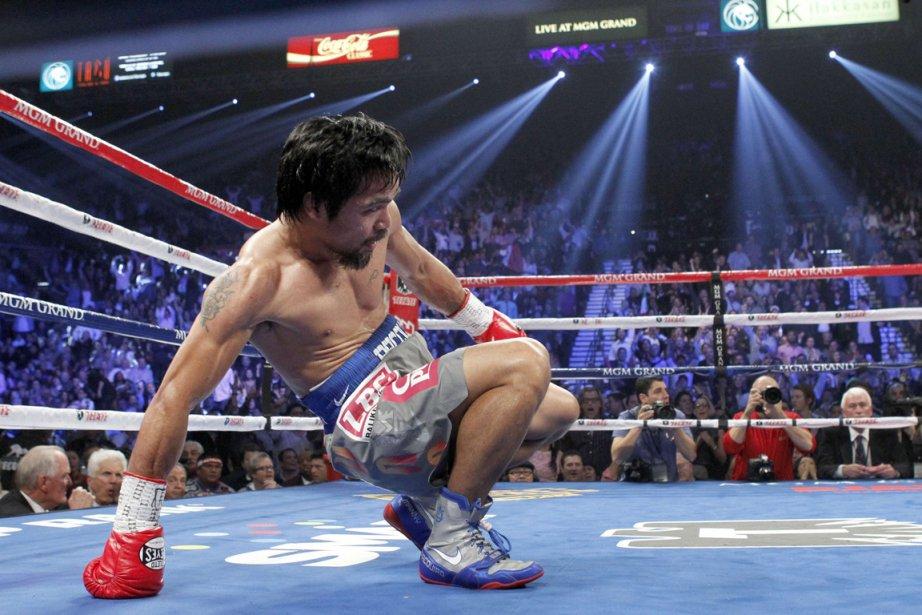 MannyPacquiao se relève après avoir été envoyé au... (PHOTO STEVE MARCUS, REUTERS)