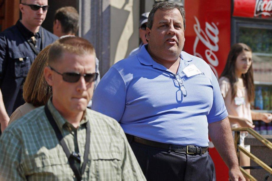 Le gouverneur Chris Christie (en mauve) a révélé... (PHOTO JIM URQUHART, ARCHIVES REUTERS)