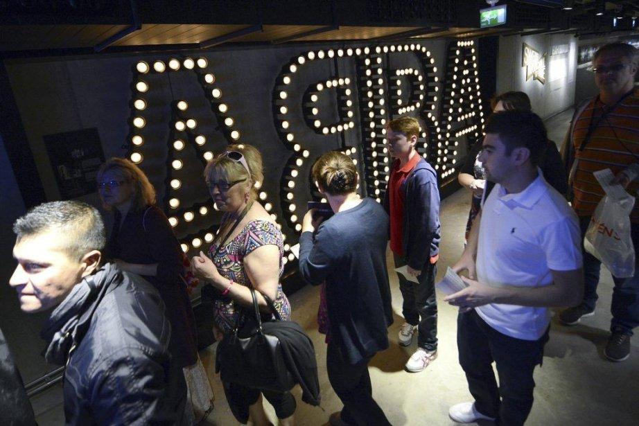 Les fans se pressaient mardi dès l'ouverture des... (Photo: AFP)