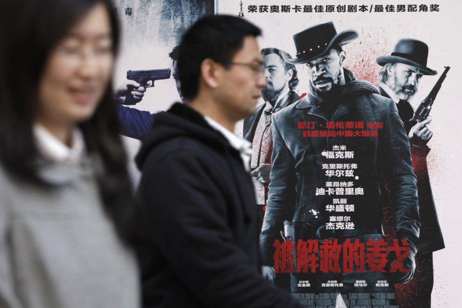 L'affiche du film Django Unchained à l'extérieur d'un... (Photo: Reuters)