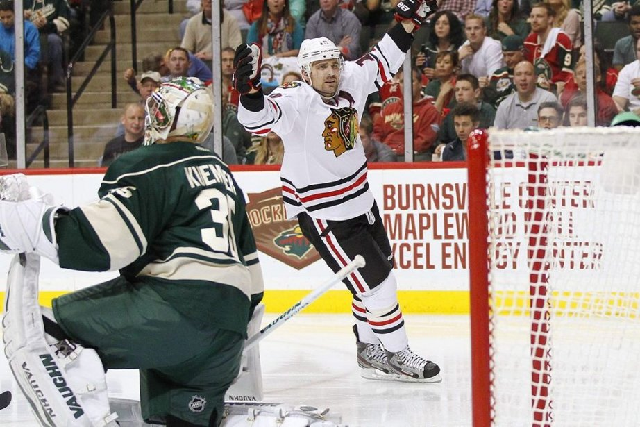 Patrick Sharp a marqué deux buts dans la... (Photo Reuters)