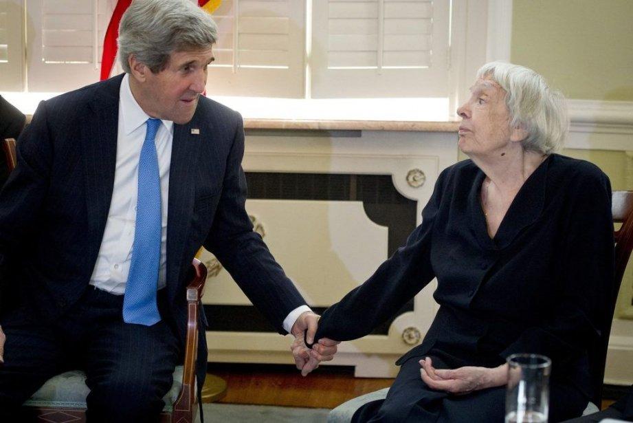 John Kerry etLioudmila Alexeeva.... (Photo AFP)