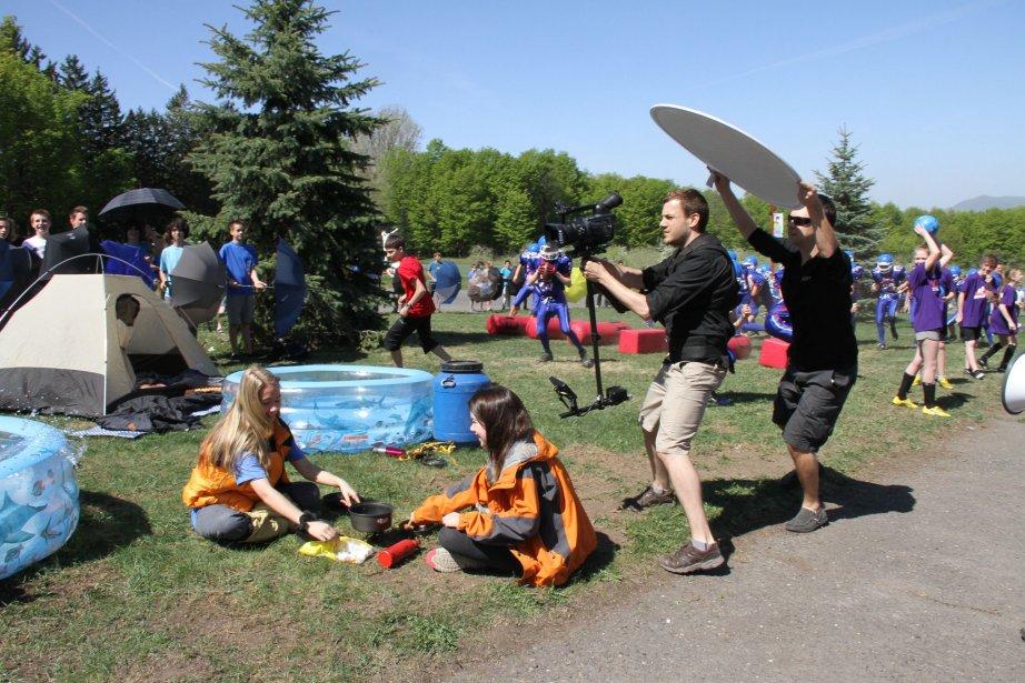 Les élèves du collège Mont-Sacré-Coeur ont tourné un lipdub de grande envergure. Presque toute la journée du mardi 7 mai a été consacrée au tournage. Plus de 600 élèves y ont participé. | 8 mai 2013