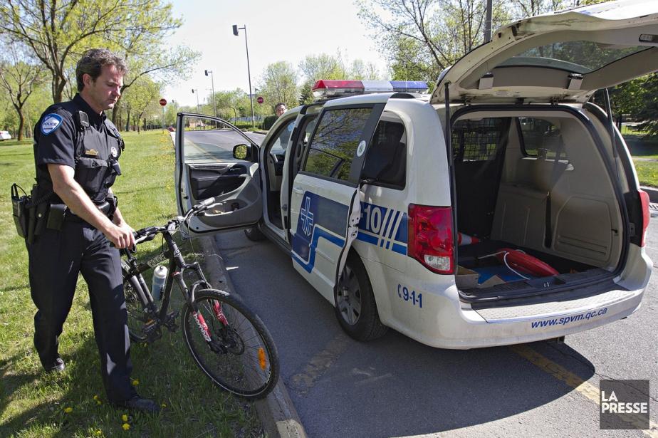 Un policier à vélo a été légèrement blessé... (Photo Patrick Sanfaçon, La Presse)