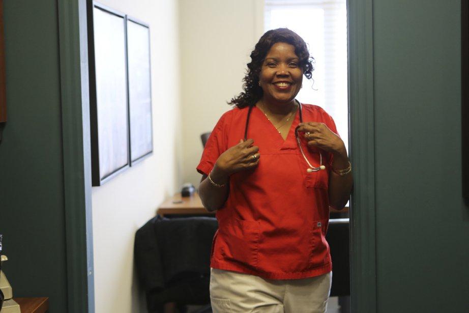 Marie Florence Louis-Saul, infirmière auxiliaire auprès des personnes... (Photo Martin Chamberland, La Presse)