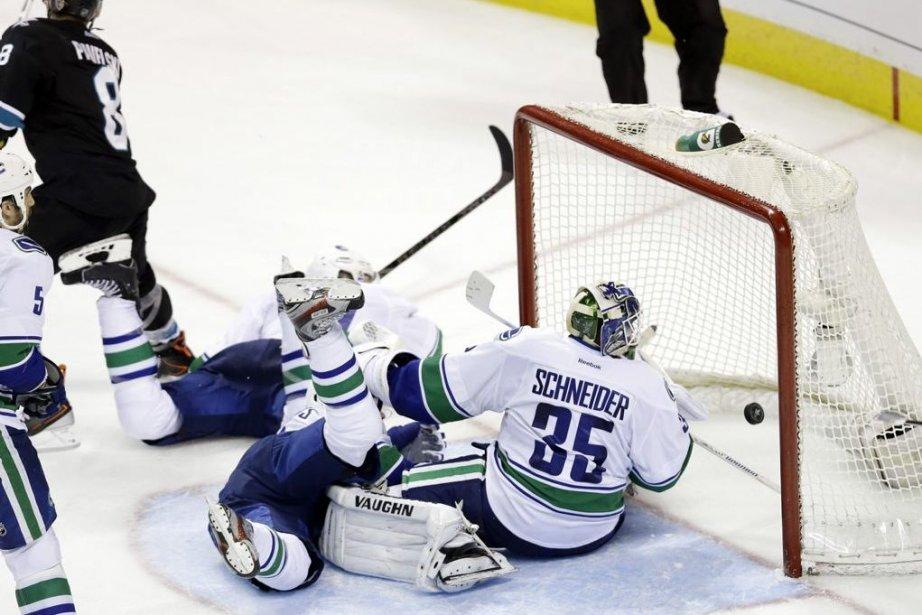 Les Canucks ont été balayés par les Sharks... (Photo Marcio Jose Sanchez, AP)