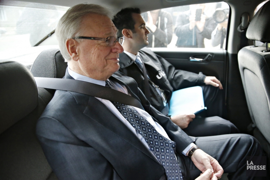 Gilles Vaillancourt lors de son arrestation.... (Photo David Boily, archives La Presse)