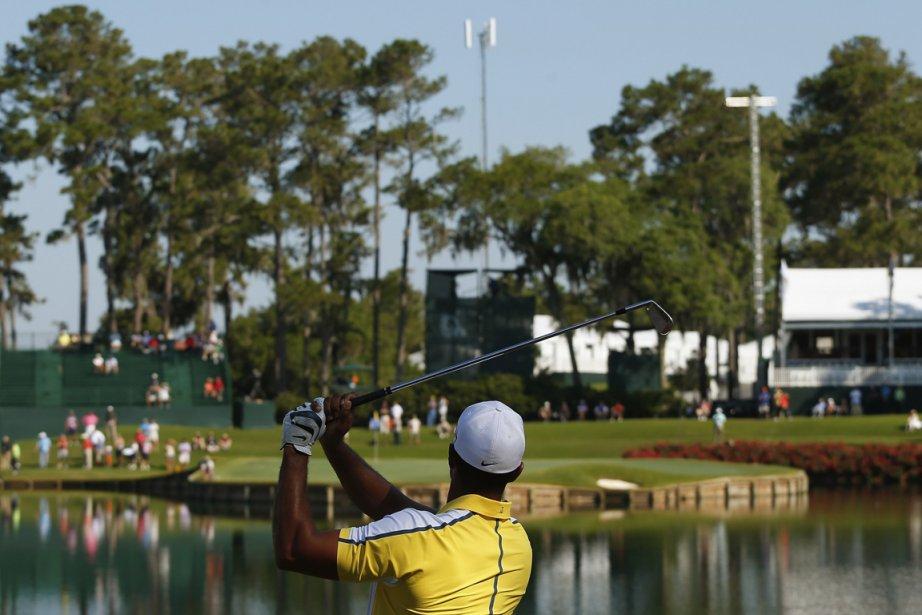 Tiger Woods s'est exercé sur le célèbre 17e... (Photo Chris Keane, Reuters)