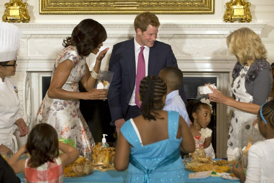 La première dame Michelle Obama a accueillile prince... (Photo Jacquelyn Martin, AP)