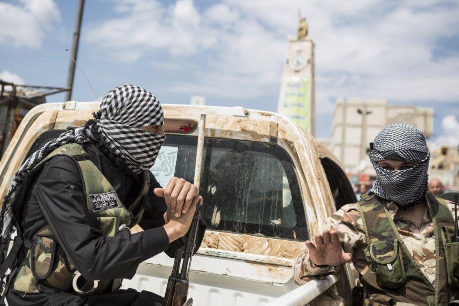 Des hommes du Front al-Nosra, un groupe salafiste,...