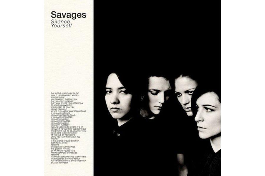Traits fins, yeux vissés au sol: sur la pochette du premier album de Savages,...
