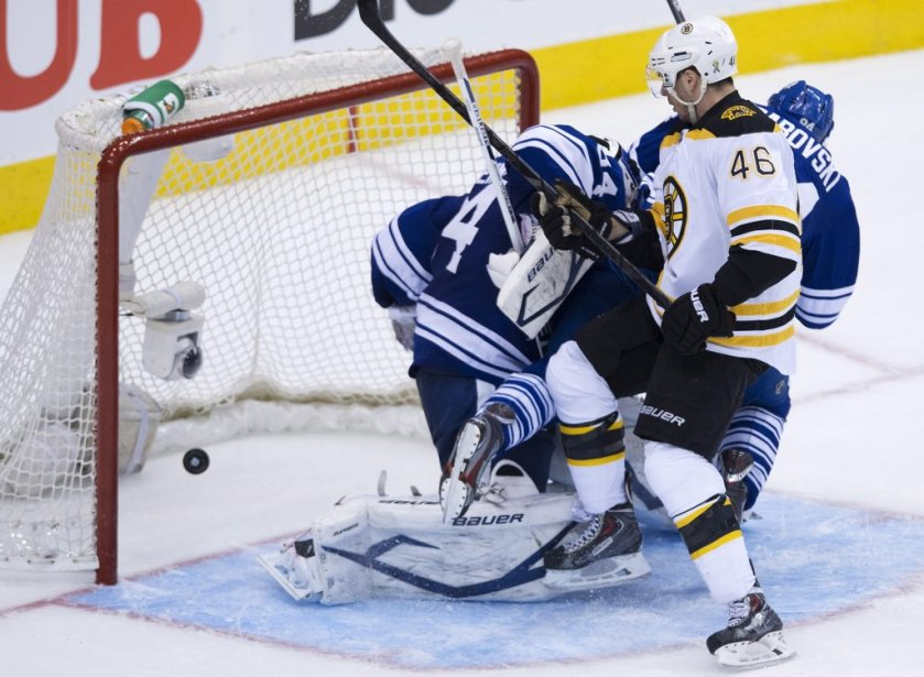 Image issue du match de mercredi Bruins-Maple Leafs.... (Nathan Denette)