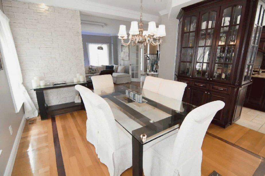 Les armoires en bois sont nombreuses dans la cuisine. Un vaisselier assorti meuble la salle à manger adjacente. (PHOTO VALÉRIE VÉZINA, COLLABORATION SPÉCIALE)