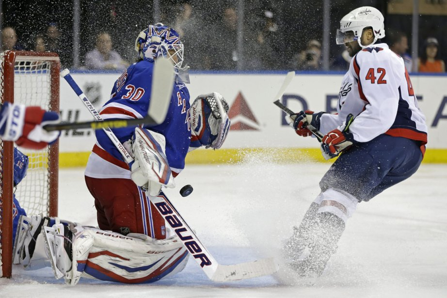 Henrik Lundqvist a arrêté les 27 tirs dirigés... (Photo Kathy Willens, AP)