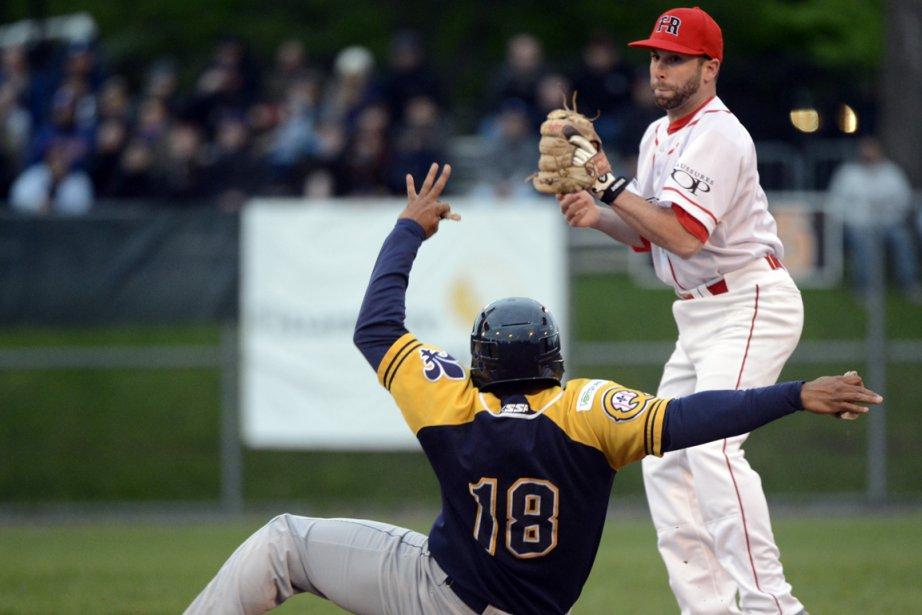 Plus de 1000 amateurs de baseball ont assisté... (Photo Bernard Brault, La Presse)